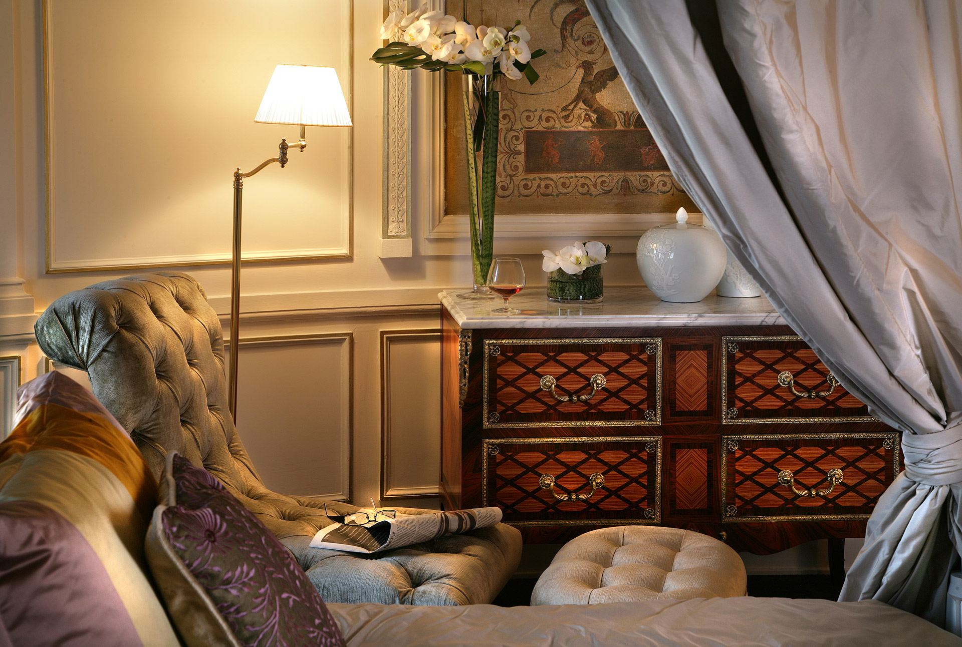 467/import-from-v1/images/Chambres/Suite Royale/146-salon.jpg