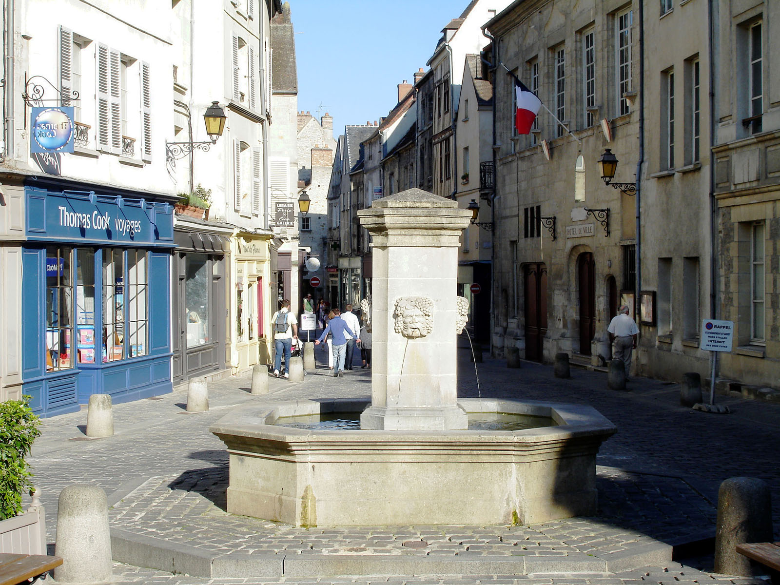 467/import-from-v1/images/region/Senlis-Place-Henri-IV.jpg